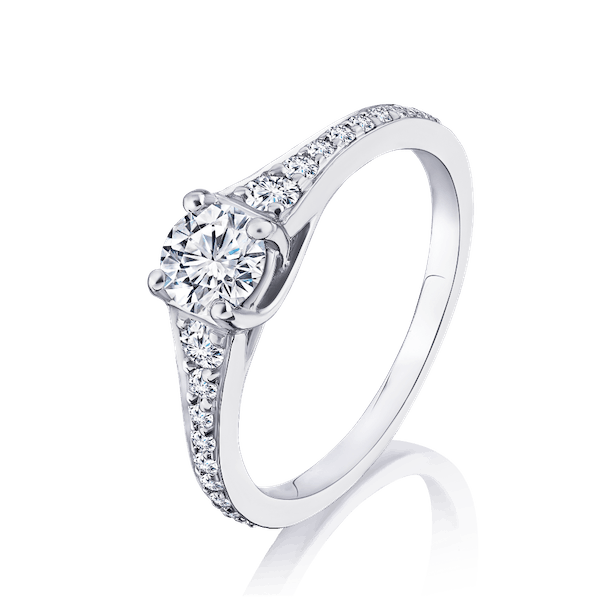 Diamond Engagement ring With Graduated Diamond Shoulders